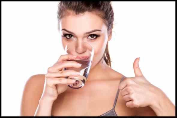 beber agua para aliviar hemorroides
